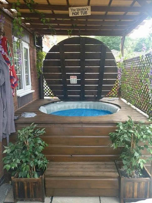 21 Outdoor Jacuzzi Ideas That Will Make You Want To Plunge Right In 25